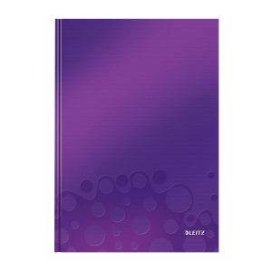caiet de birou a4 cu coperti din carton laminat leitz wow dictando mov metalizat 80 file 10028